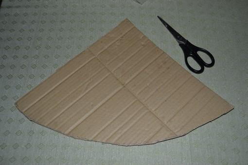 Обрезаем картон