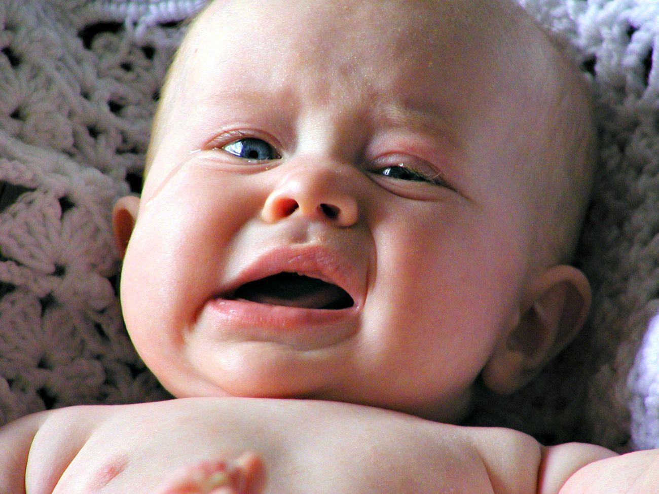 Почему ребёнок хрюкает когда плачет