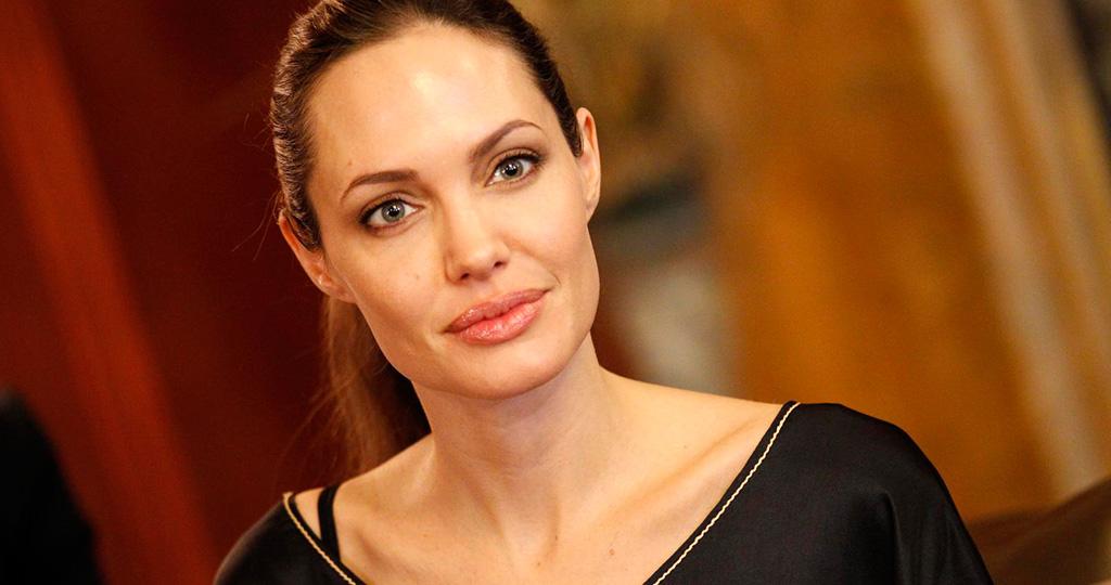 Анджелина Джоли возглавила ТОП красивых стареющих звезд