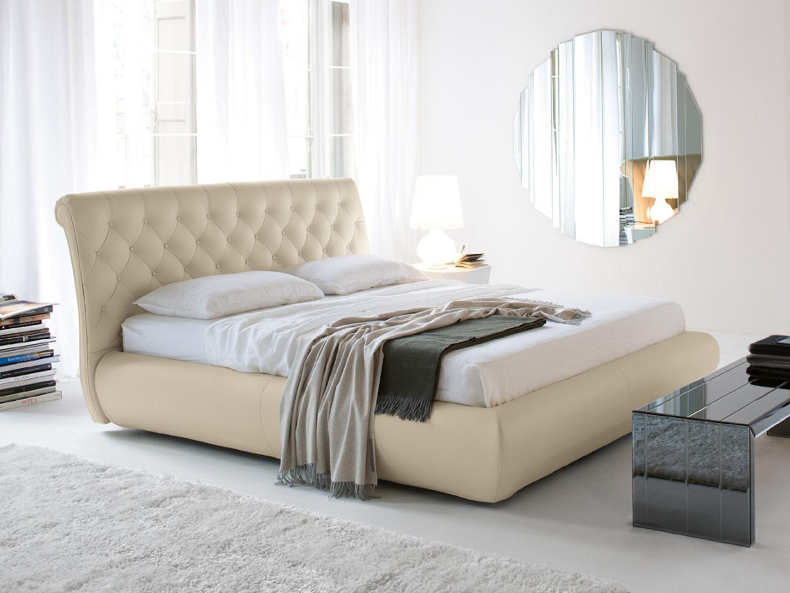 Секс в богатой кровати