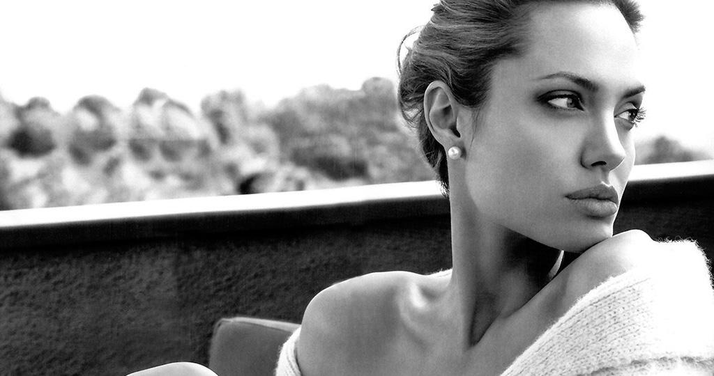 Анджелина Джоли выгнала няню своих детей
