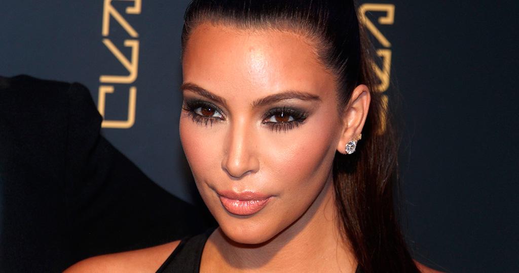 Ким Кардашьян выложила первое послеродовое фото нагишом