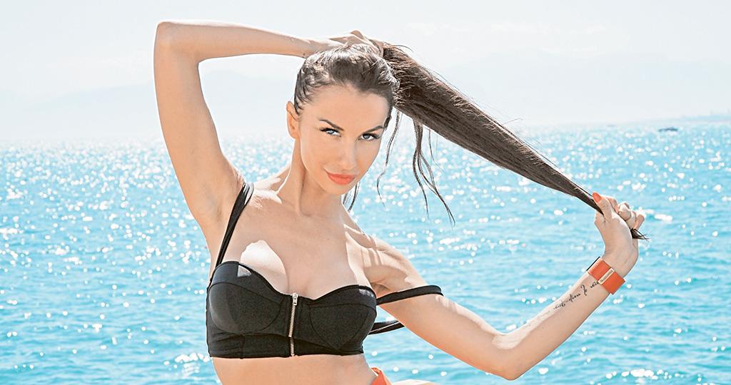 Анна Грачевская украсила спину татуировкой