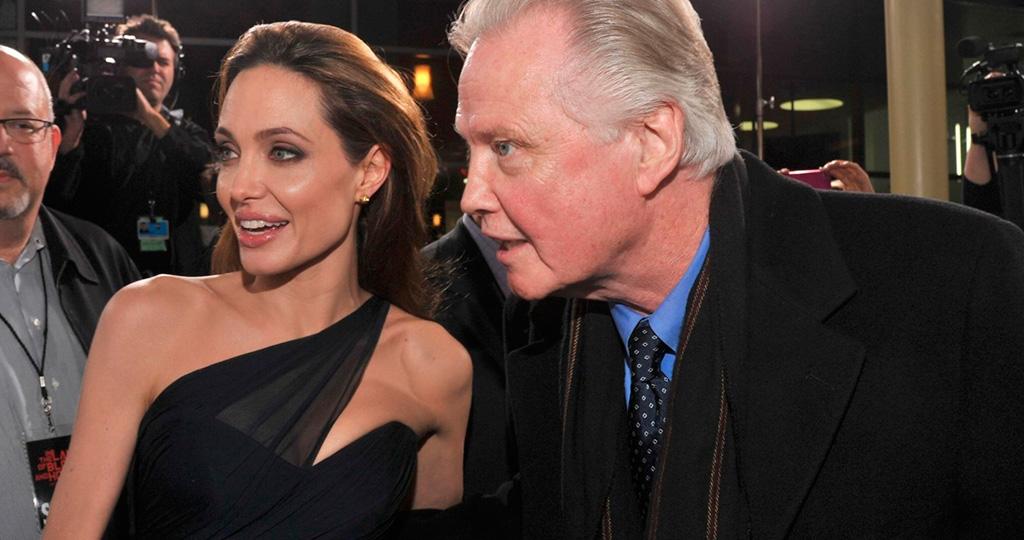 Отец актрисы Анджелины Джоли настаивает на госпитализации своей дочери