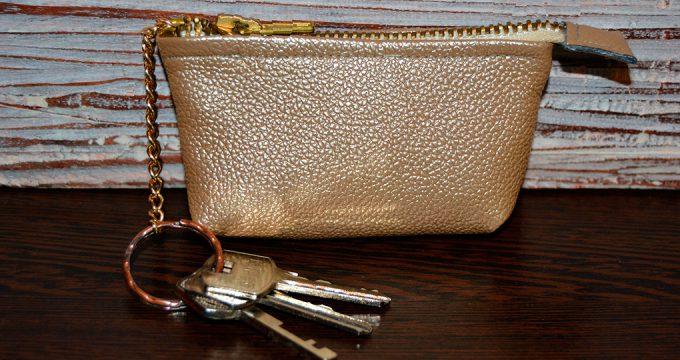 Как сделать сумочку-ключницу своими руками?
