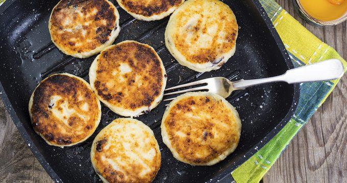 Пышные сырники из творога – 4 рецепта для завтрака