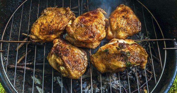 Куриные бедра на решетке – очень вкусный рецепт