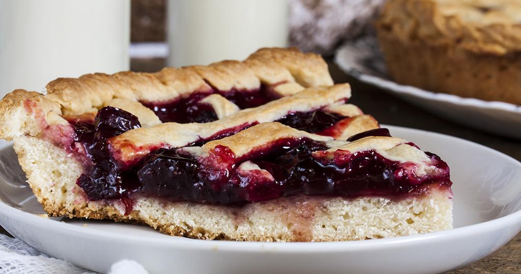 Пирог с черешней – 5 вкусных рецептов