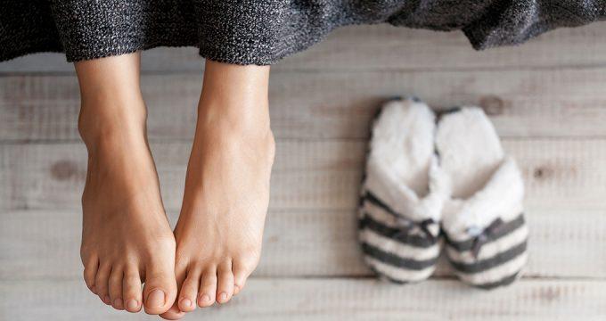 Потеют ноги – что делать и как лечить