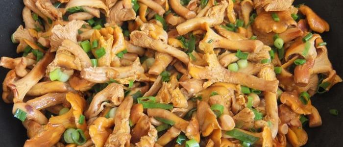 калорийность лисичек со сметаной и луком