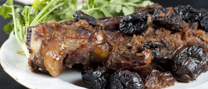 говядина с черносливом тушёная