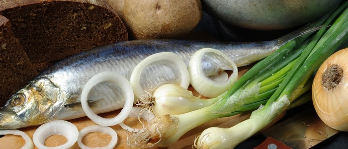 сделать селедку с уксусом и луком