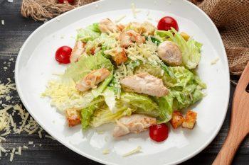 Цезарь с курицей – 7 простых рецептов