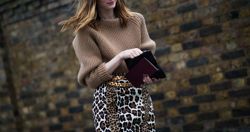 носить леопардовую юбку