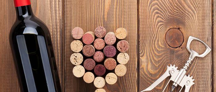 Лайфхак: как открыть вино без штопора