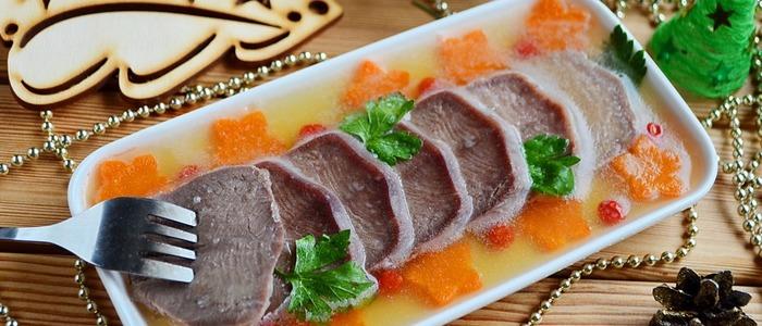 заливное из свиного языка с желатином.
