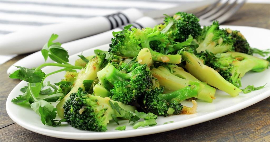 Салат с капустой брокколи и курицей