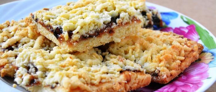 пирог с вареньем на скорую руку в духовке