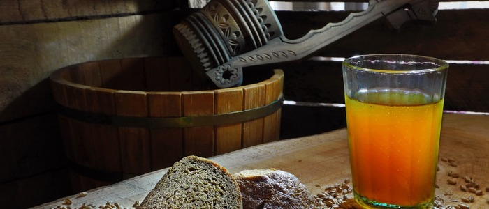 Квас из хлеба с дрожжами