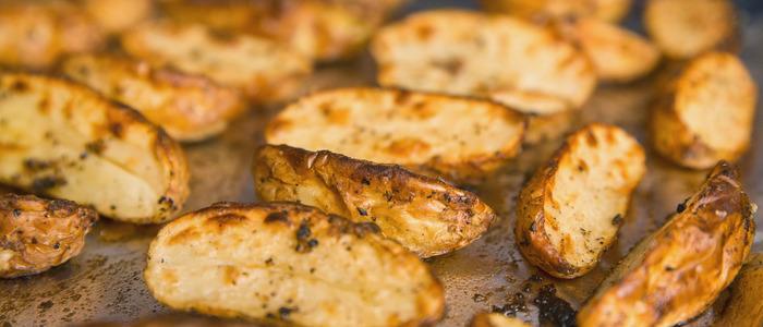 Молодая картошка в духовке целиком