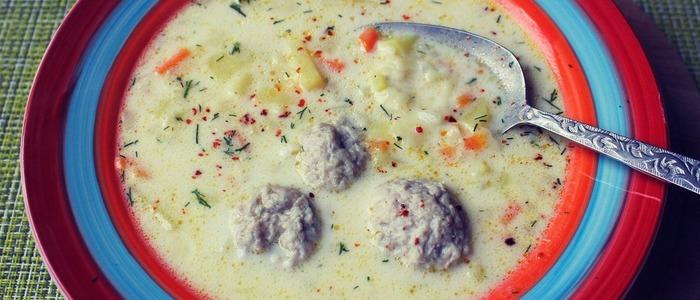 Сырный суп с фрикадельками и шампиньонами