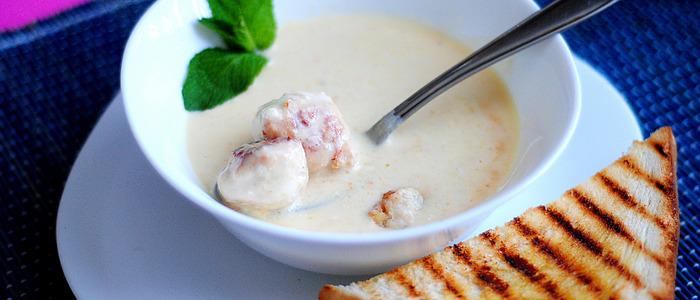 Сырный суп с фрикадельками и плавленым сыром