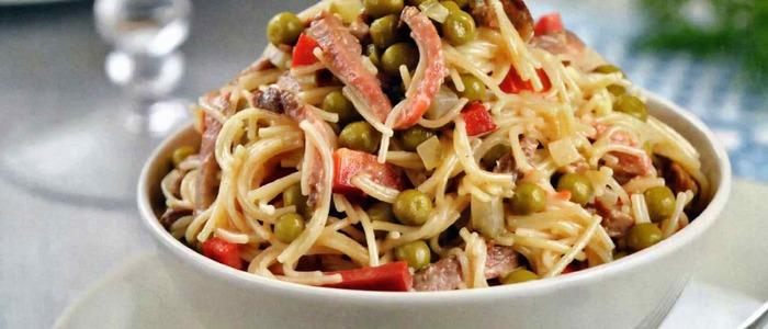салат из лапши быстрого приготовления с крабовыми палочками