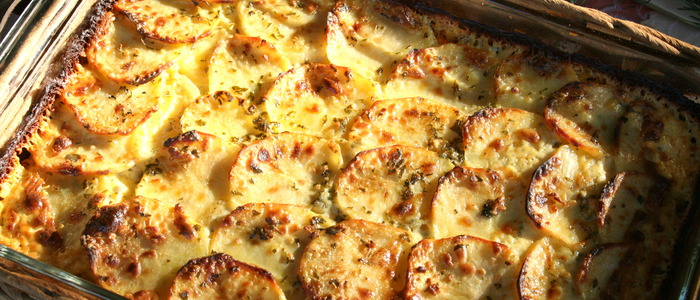 Картошка в сметане с грибами в духовке