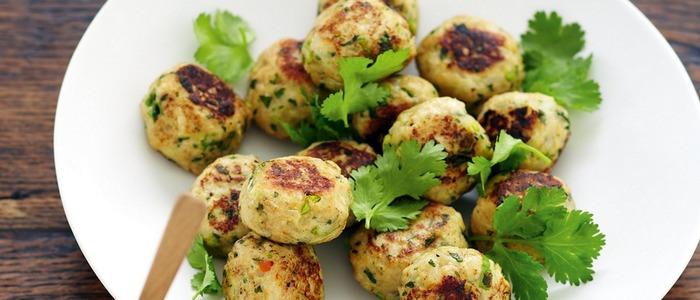 мясные шарики в духовке с картошкой