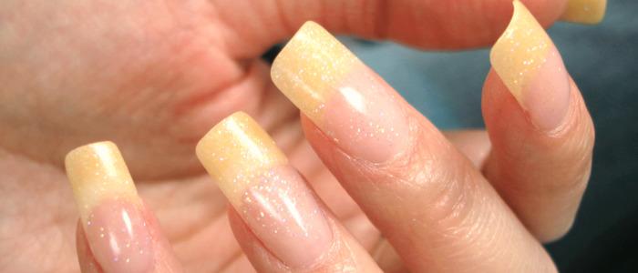 желтеют ногти на руках после лака
