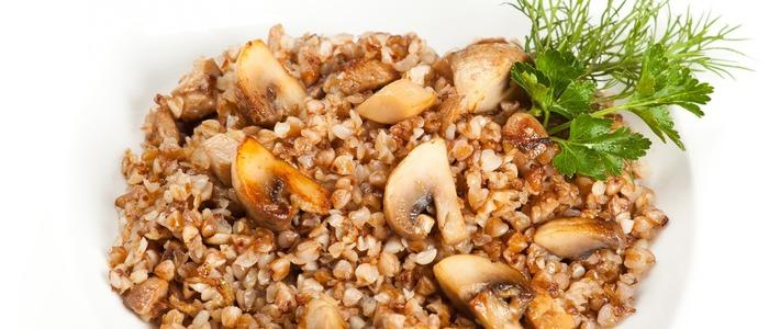 Гречка с грибами, луком и мясом