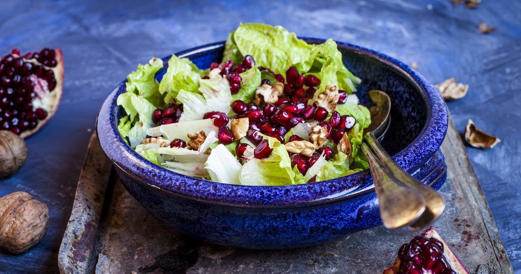 Салат с гранатами и грецкими орехами