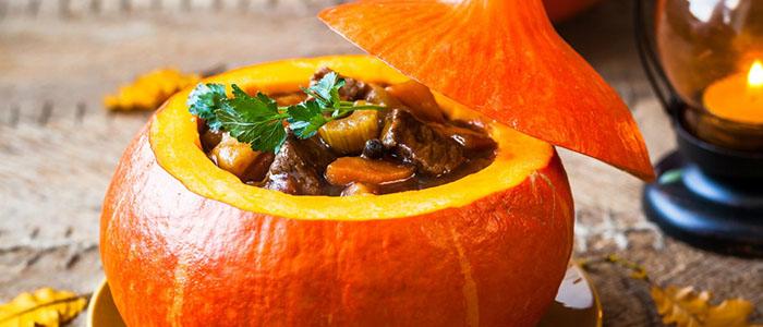 Тыква, фаршированная картофелем и мясом, в духовке