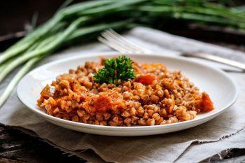 Гречка с тушенкой – 5 вкусных рецептов