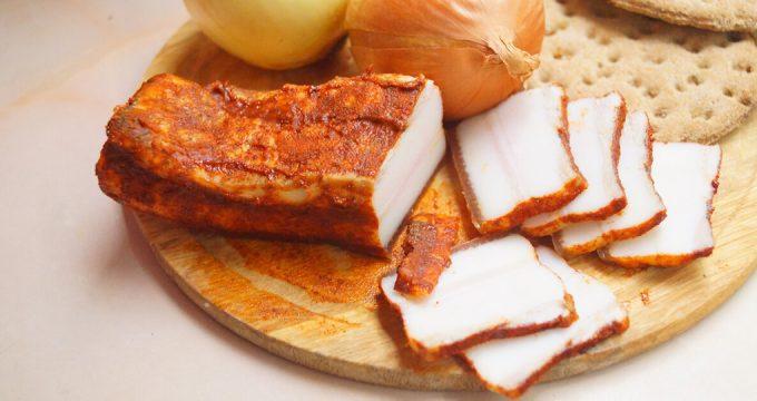Сало в луковой шелухе – 5 простых и вкусных рецептов