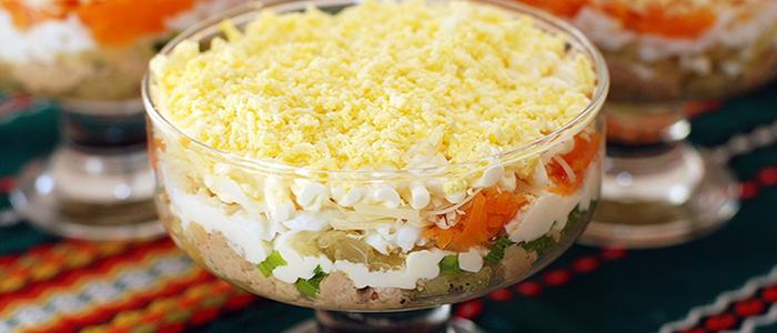 Салат с печенью трески классический