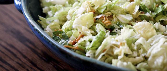 Салат с печенью трески и пекинской капустой